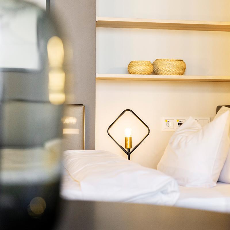 Nahaufnahme des Betts in einem JOYN Serviced Apartments Basic