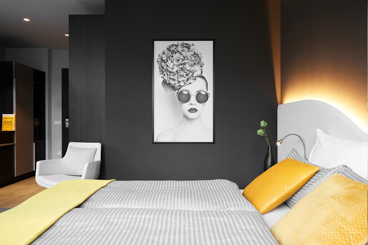 Doppelbett in einem JOYN Serviced Apartments in München Nord