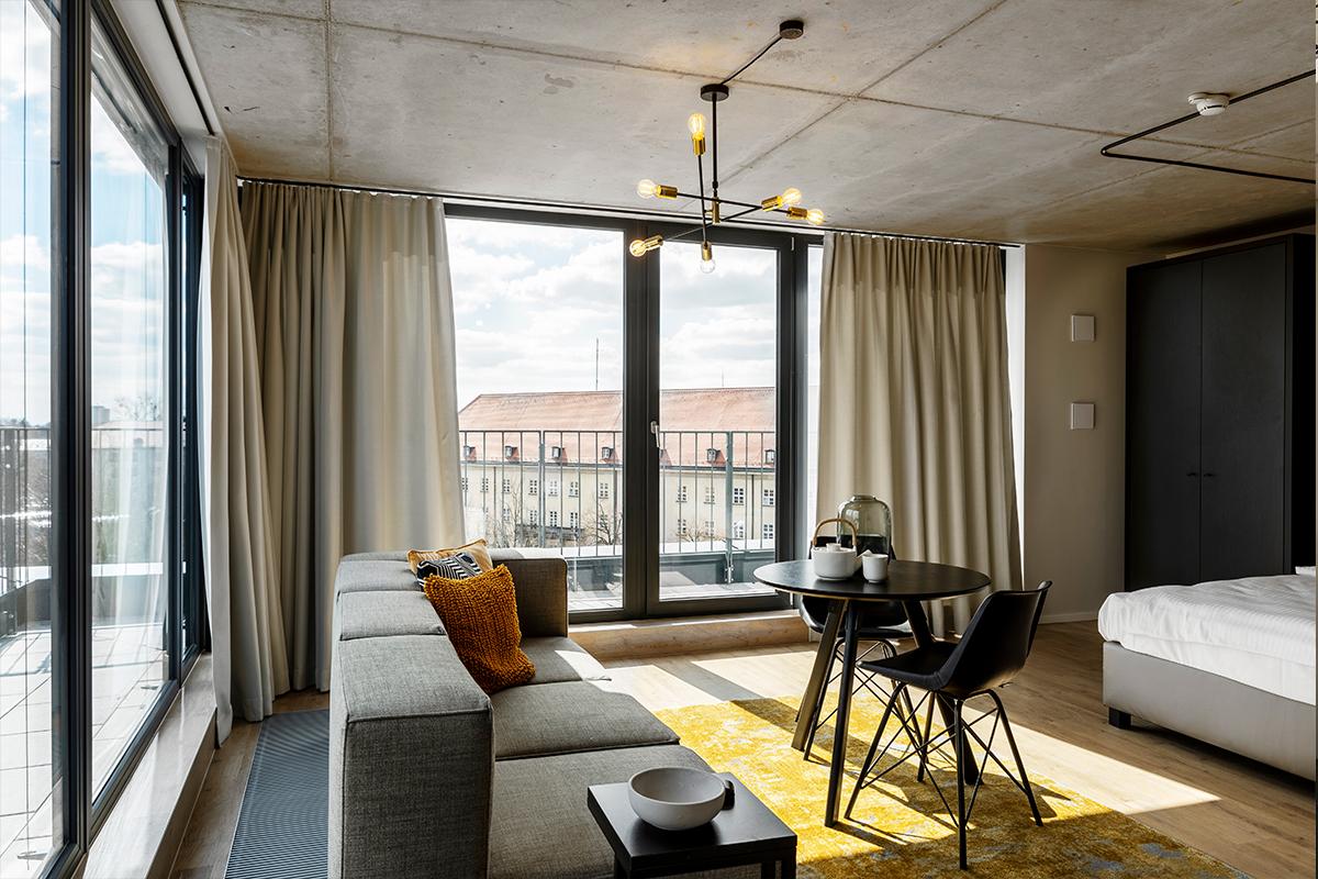 Zimmeransicht eines JOYN Serviced Apartment in München Süd
