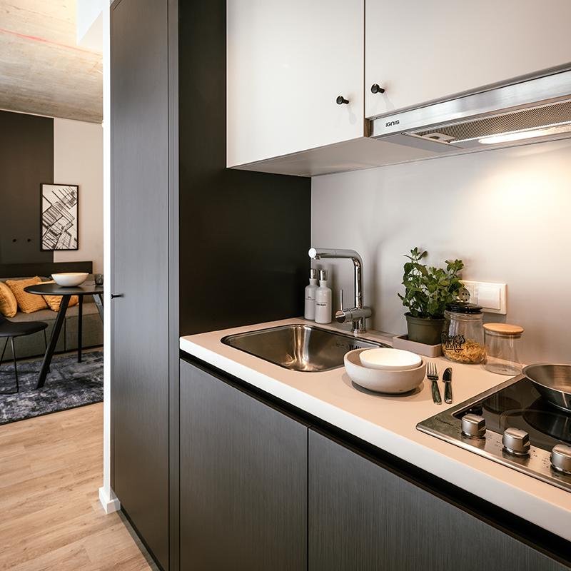 Kitchenette in einem JOYN Serviced Apartment Smart