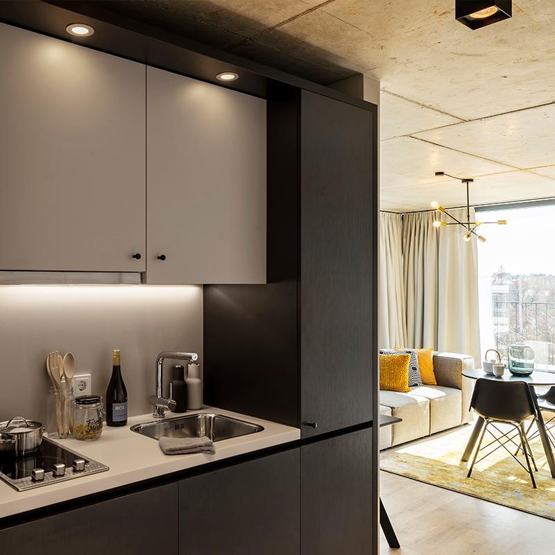 Kitchenette eines JOYN Serviced Apartment Studio Plus