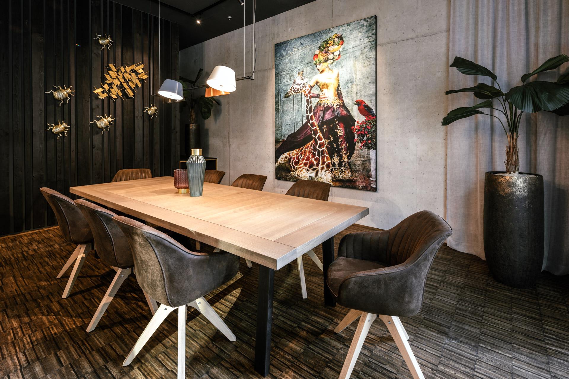 Besprechungstisch im Communitybereich im JOYN Serviced Apartment Wien